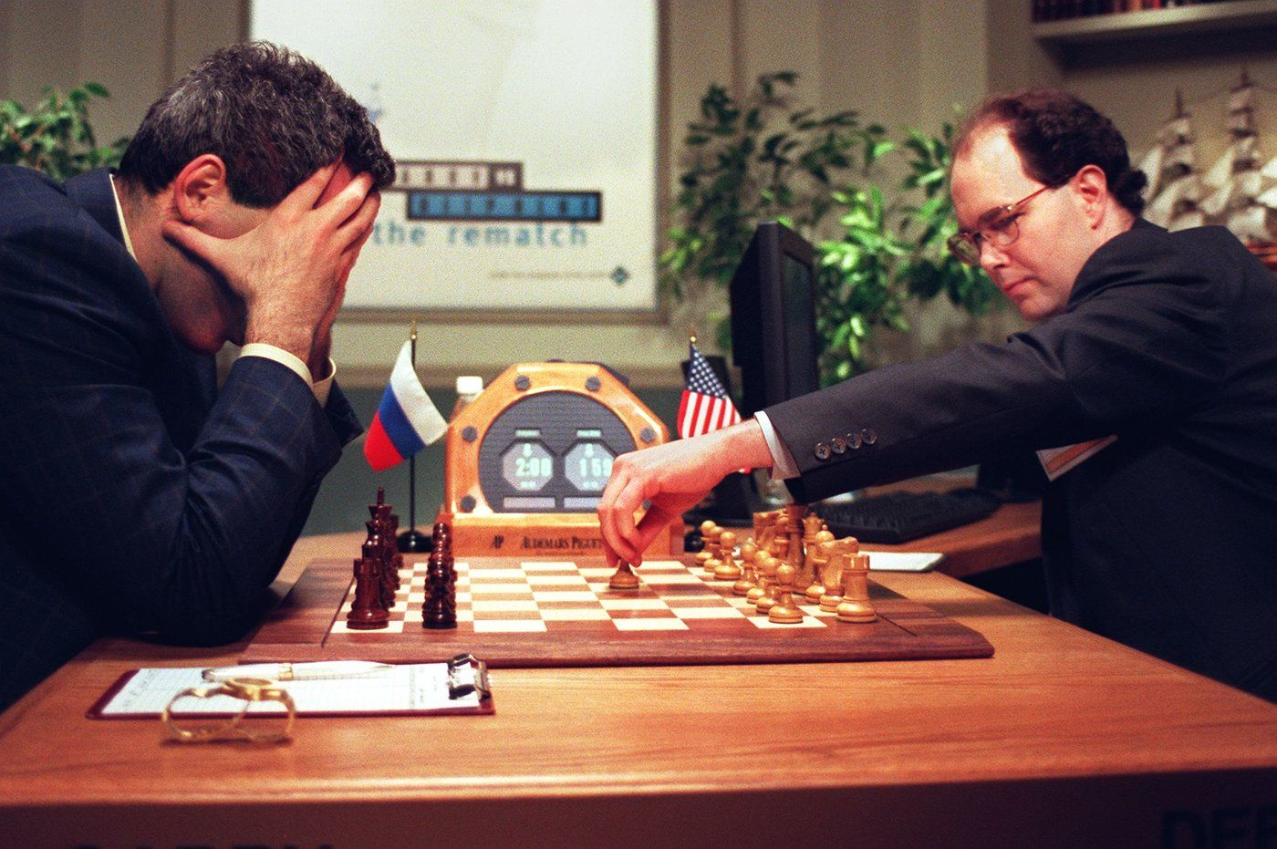 Kasparov contre Deeper Blue, la version améliorée de Deep Blue, en 1997